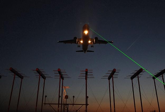 Uçaklara lazer tutana 10 bin lira ceza
