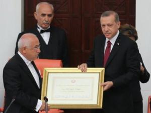 Çiçek, Erdoğanın mazbatasını duayla verdi