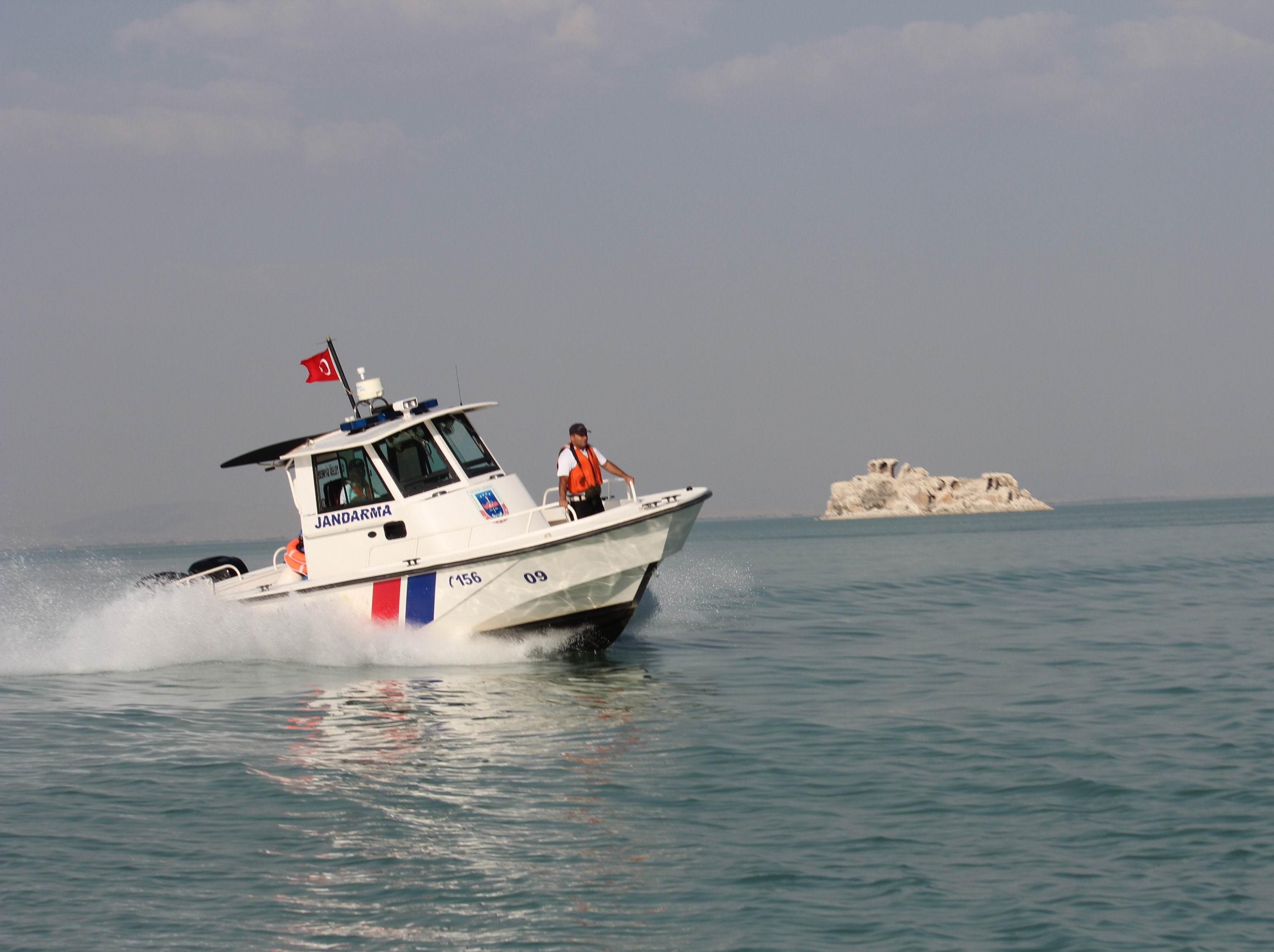 Asayiş botları Türkiyenin sularını koruyor
