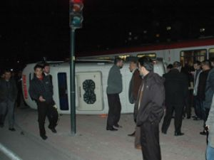 Tramvay ambulansa çarptı