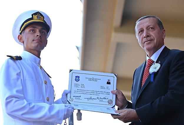 Deniz Harp Okulunda diploma heyecanı
