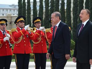 Erdoğan Azerbaycanda resmi törenle karşılandı