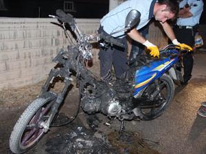 Beyşehir'de arızalanan motosiklet yandı