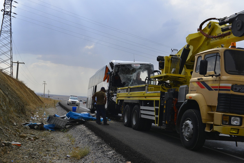 Konyada otobüsle TIR çarpıştı! 1 ölü 15 yaralı