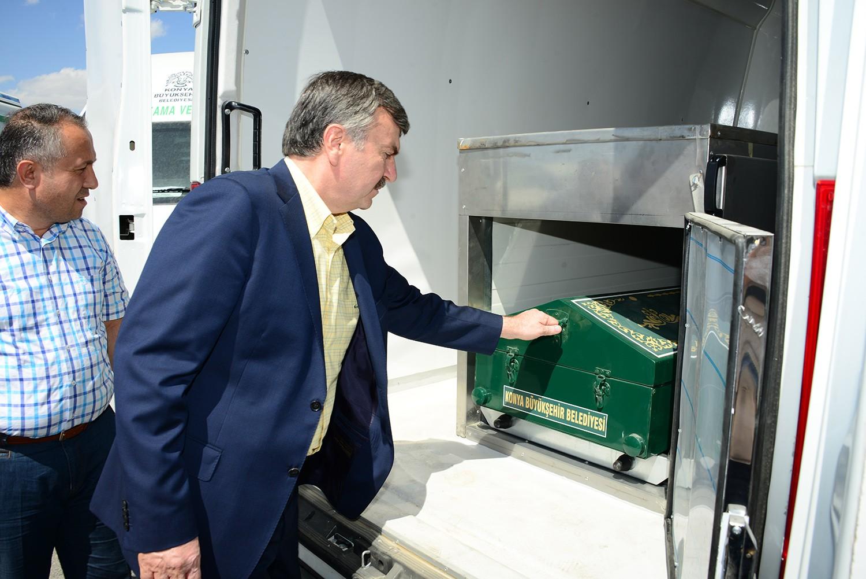 Konyada 28 ilçeye modern cenaze nakil aracı