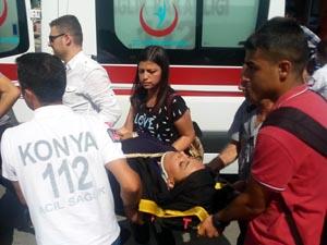 Tramvayla yolcu minibüsü çarpıştı: 3 yaralı
