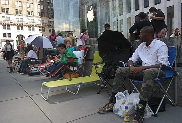 iPhone 6 için şimdiden sıraya girdiler