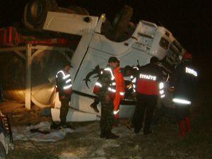 Tanker yoldan çıktı: 1 ölü