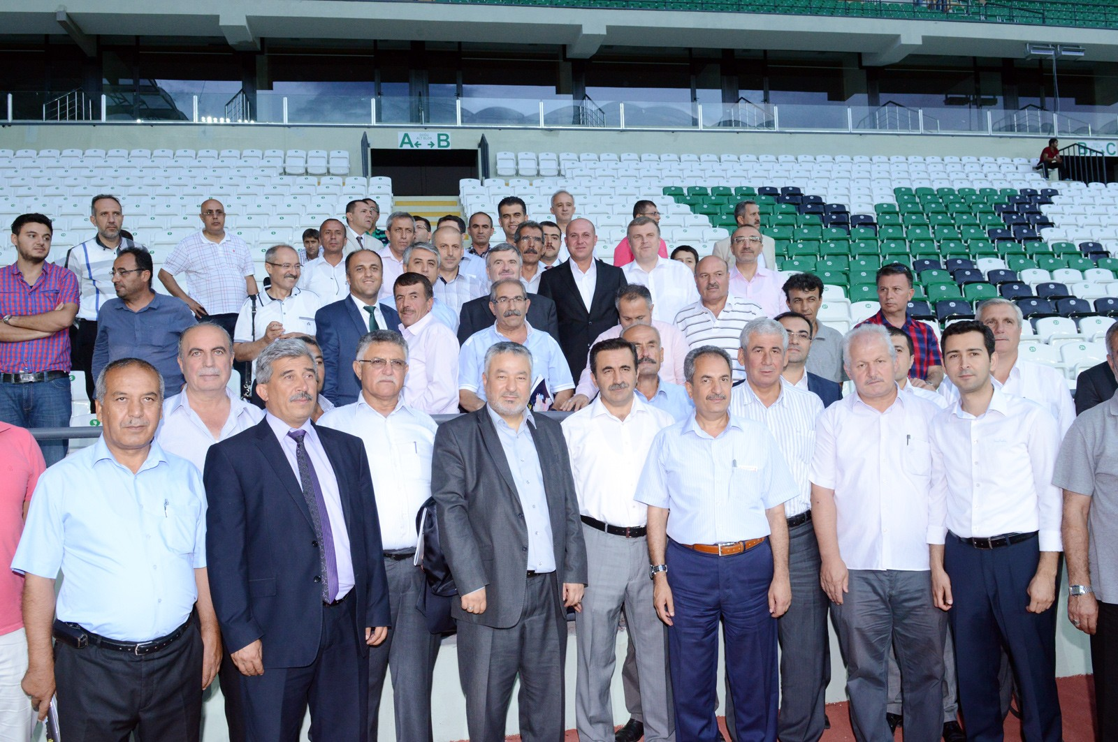 Büyükşehir meclis üyeleri yeni stadyumu gezdi