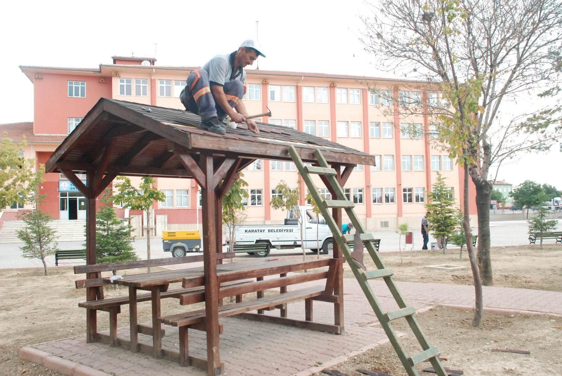 Karatay'dan okul bahçelerinde temizlik