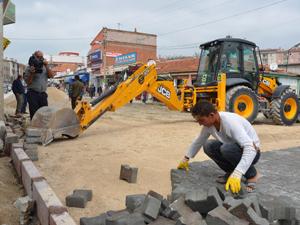 Ereğli'de yollar parke taşlarıyla döşeniyor