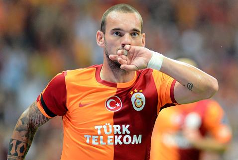 Sneijder imzayı atıyor!