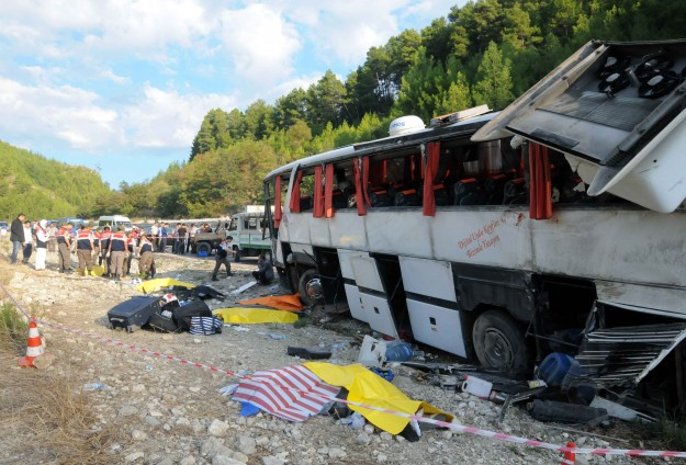 Antalya-Isparta karayolunda kaza: 13 ölü