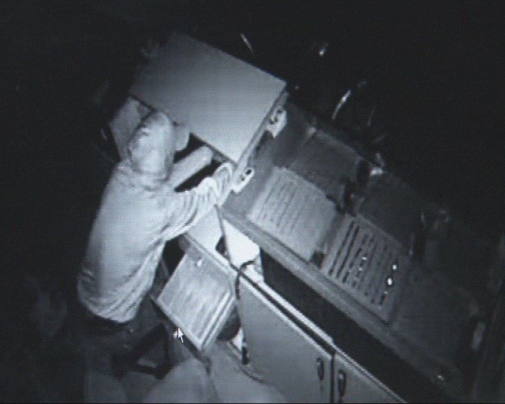 Kuyumcudan 1 dakikada 7 bin liralık soygun