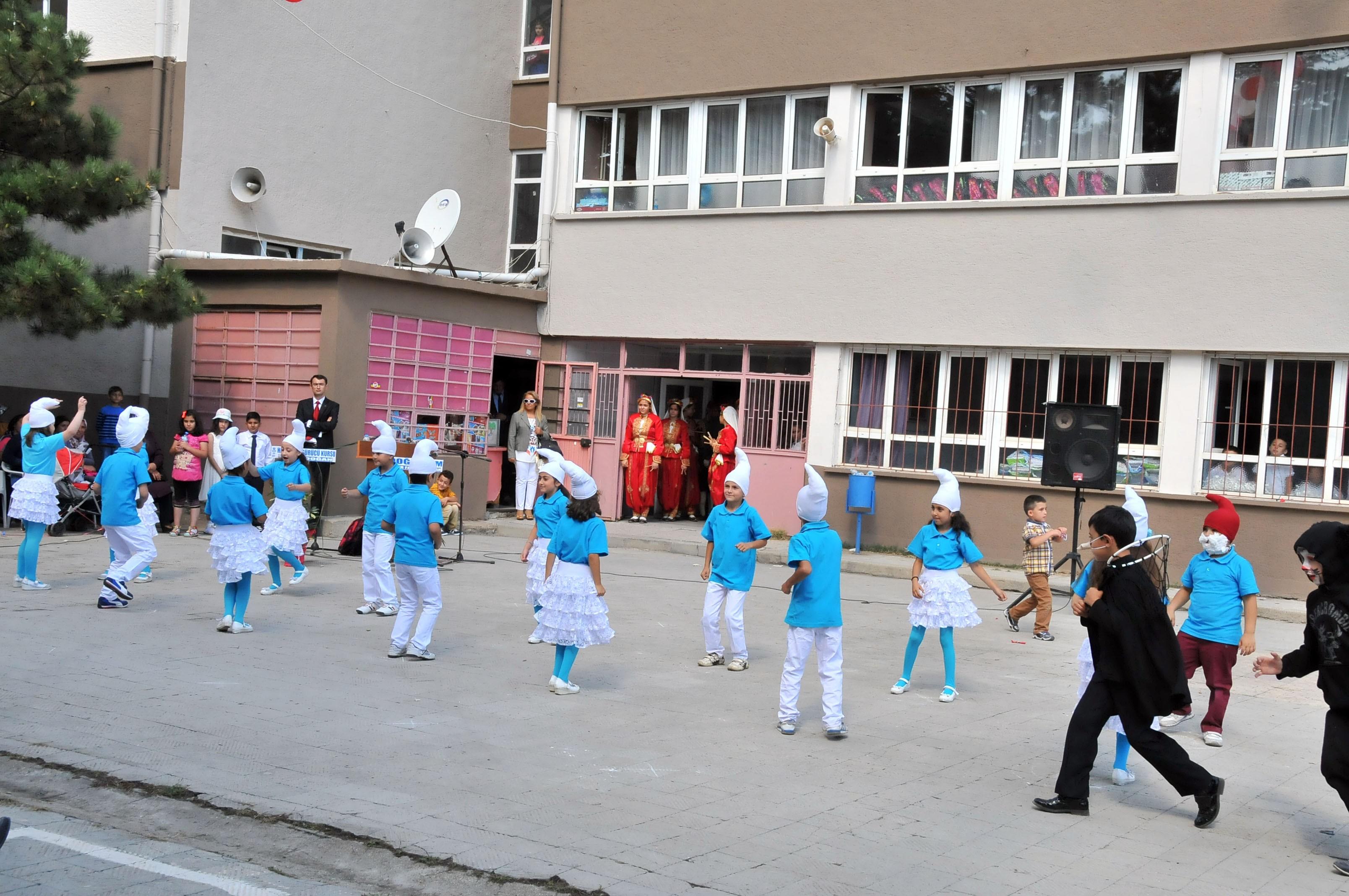 Akşehir'de 20 bin 63 öğrenci ders başı yaptı