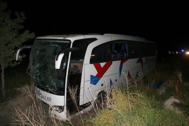 Konyada otobüs yoldan çıktı: 22 yaralı