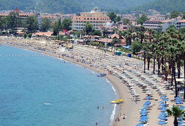 Ege sahilleri turistlere kaldı