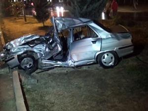 Otomobil kamyonete çarptı: 1 ölü, 4 yaralı
