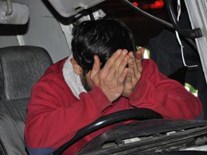 Simit taşıyan minibüs korkuluklara çarptı!