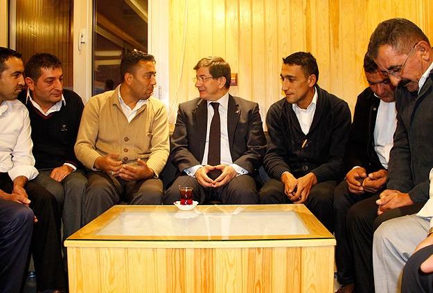 Başbakan Davutoğlundan taksicilere ziyaret