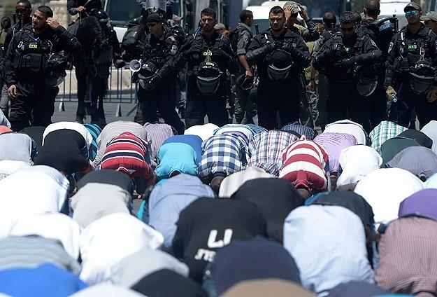 İsrailden Mescid-i Aksada namaza yaş sınırlaması
