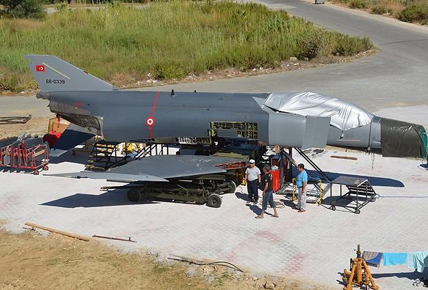 F-4 savaş uçağı sahilde sergilenecek