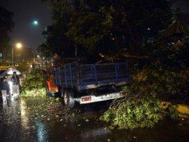 İstanbulda şiddetli yağış ve fırtına etkili oldu