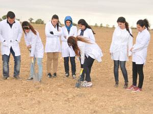 Selçuk Ziraat'ten arazide uygulamalı eğitim