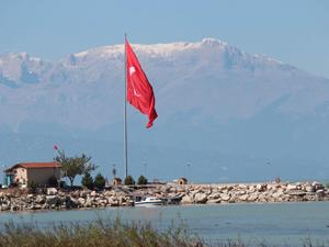 Anamas Dağı'nın zirvesine kar yağdı