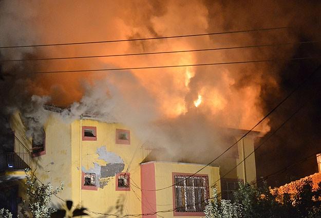 Karamanda ev yangını: 4 ölü, 1 yaralı