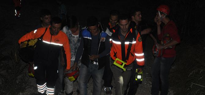 Tepede mahsur kalan 3 kişi kurtarıldı