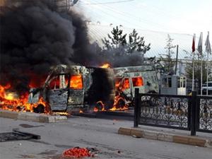 Teröristler Kobanililere koşan Kızılayı yaktı