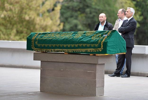 Cem Garipoğlunun cenazesi toprağa verildi