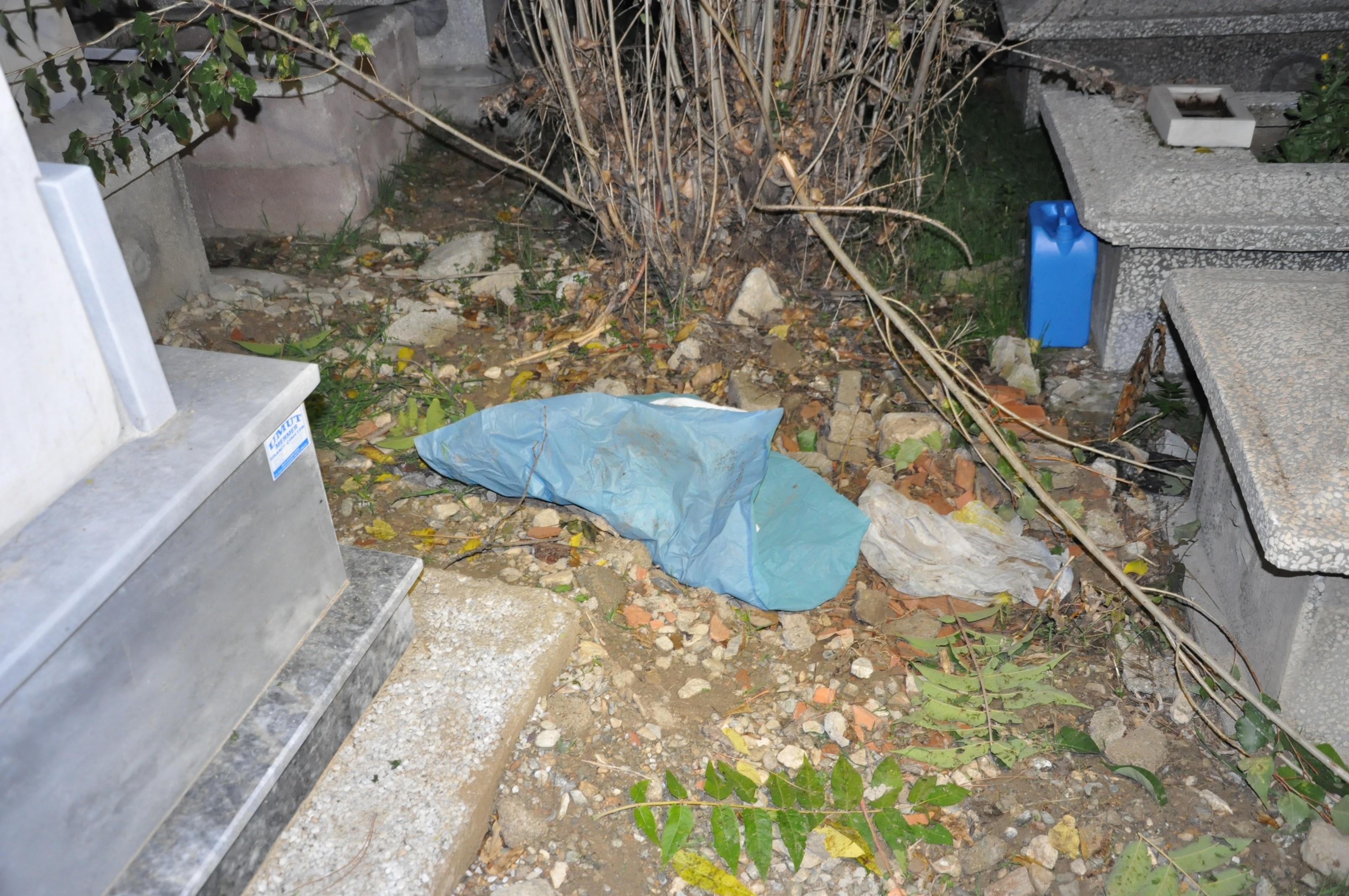 Akşehirde mezarlıkta ölü bebek bulundu