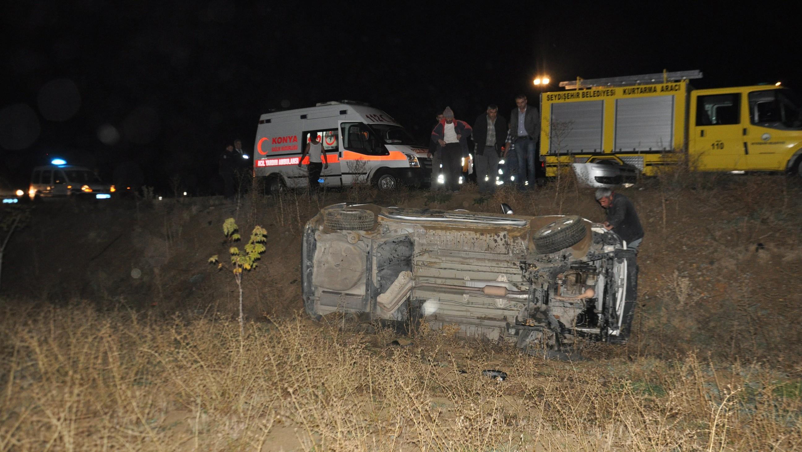 Konyada otomobil şarampole yuvarlandı: 2 yaralı