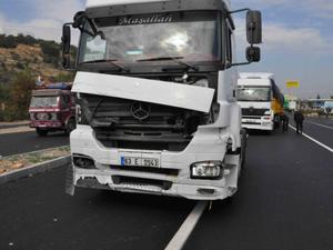 Konyada TIR ile otomobil çarpıştı: 1 ölü