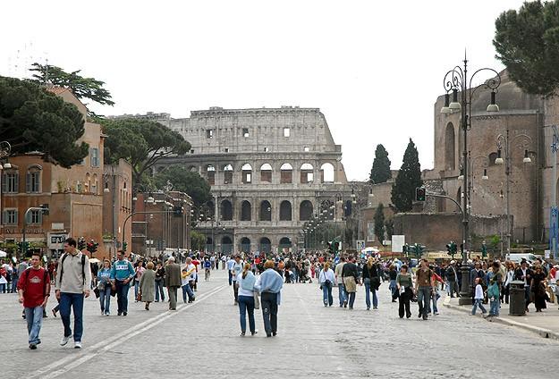 Romada Türkiyenin turizm müşavirliğine saldırı