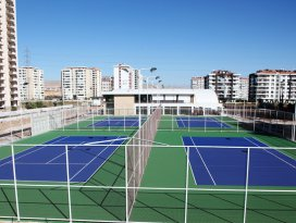 Selçukluda tenis kortu tamamlanıyor