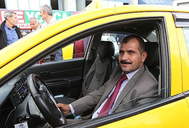 100 bin lirayı iade eden taksiciye ödül