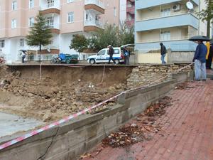 Beyşehir'de yağmur sonrası istinat duvarı çöktü