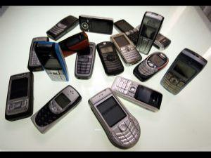 Cep telefonlarına servet ödüyoruz