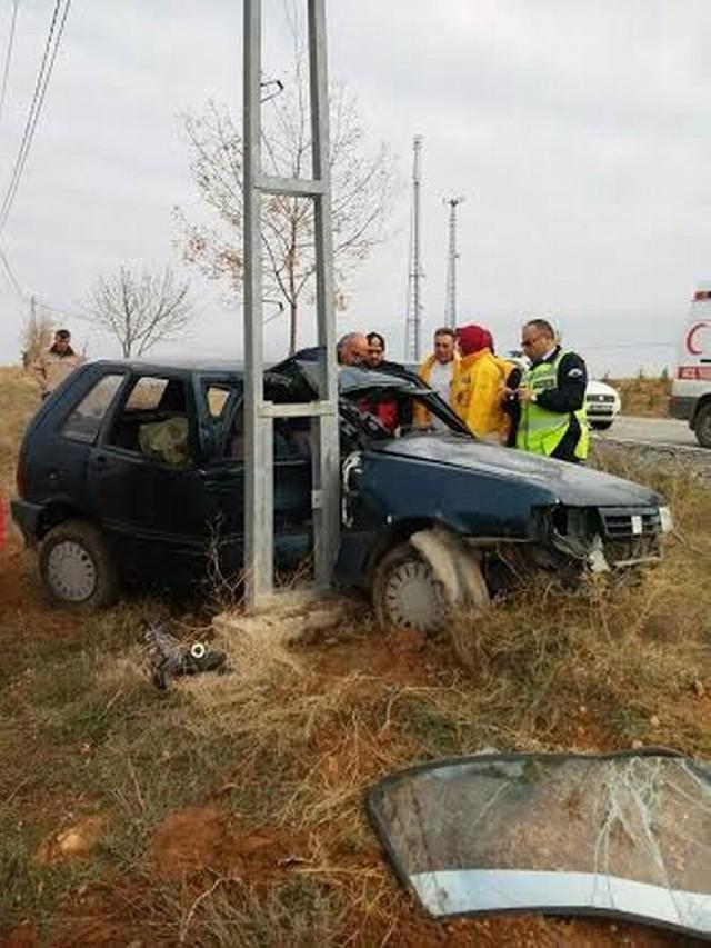 Otomobil elektrik direğine çarptı: 1 ölü