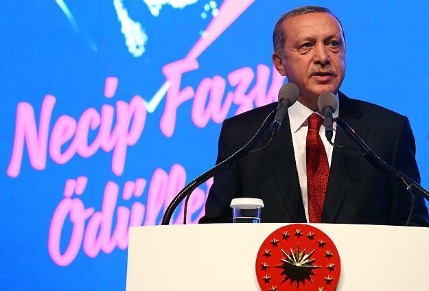 Yeni Türkiyede Necip Fazılın izi vardır