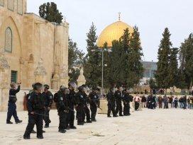 İsrailden Mescid-i Aksa girişlerine 35 yaş yasağı