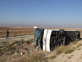 Yolcu otobüsü şarampole devrildi: 36 yaralı