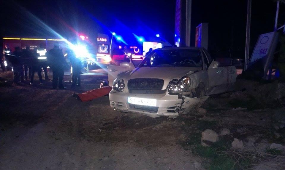 Otomobil tabelaya ve direğe çarptı: 1 ölü