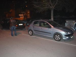 Araçların camını kırarak hırsızlık yaptılar