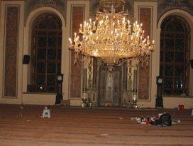 Cami bekçisi Gezicileri yalanladı: Sarhoştular