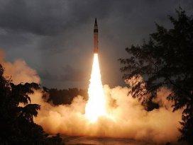 Pakistan orta menzilli balistik füze denedi