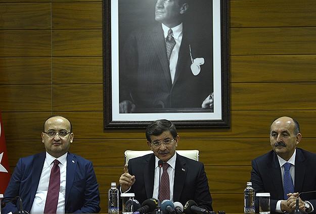 Davutoğlu: Güvenli bölgeler şimdiden ilan edilsin